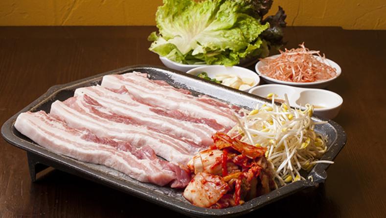 韓国人気定番メニューサムギョプサル