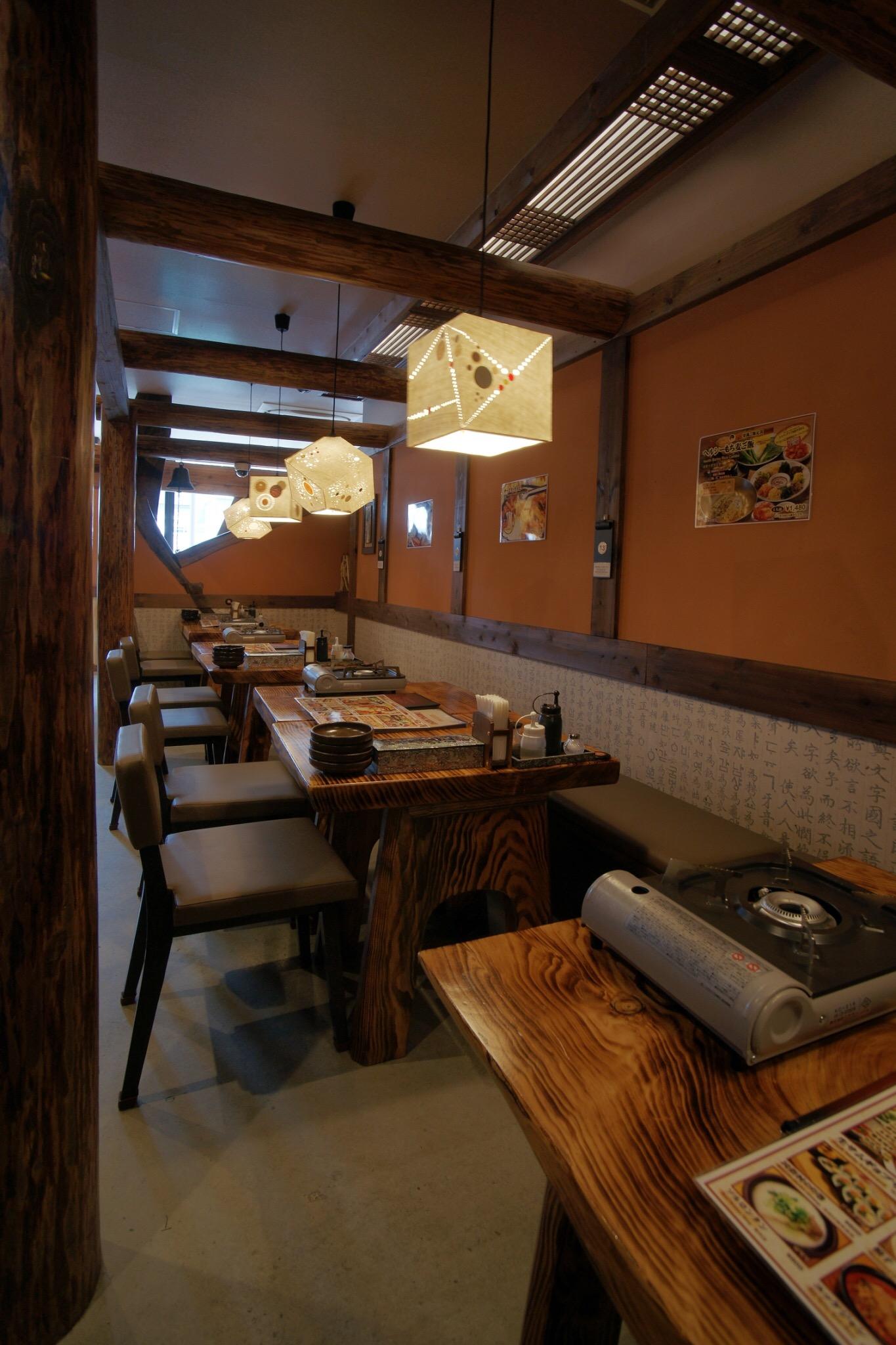 広々としたオシャレな空間で味わう本場韓国料理専門店!